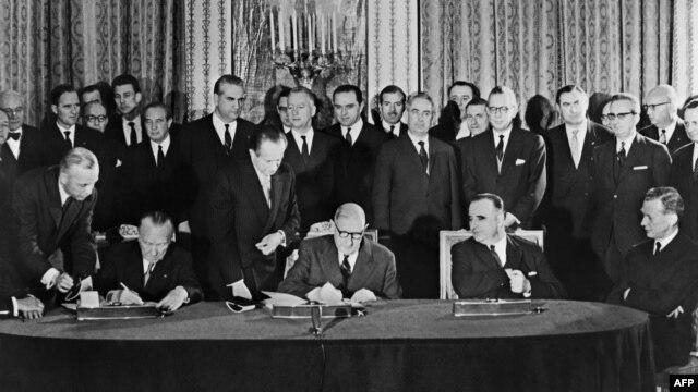Potpisivanje Jelisejskog sporazuma, 22. januara 1963.