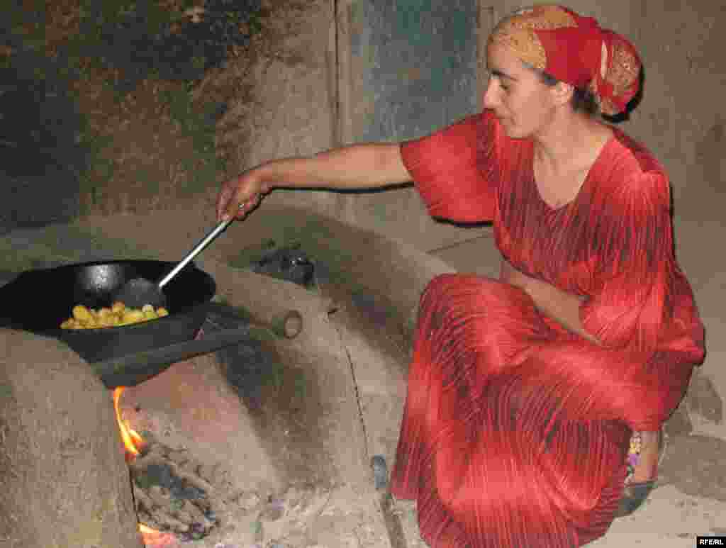 Tajikistan – Young tajik woman during making food, Roghun, 16Aug2008 - Young tajik woman during making food, Roghun, 16Aug2008