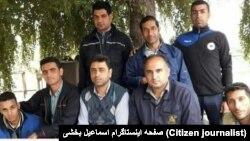 اسماعیل بخشی، نماینده کارگران شرکت نیشکر هفتتپه (نفر وسط نشسته)