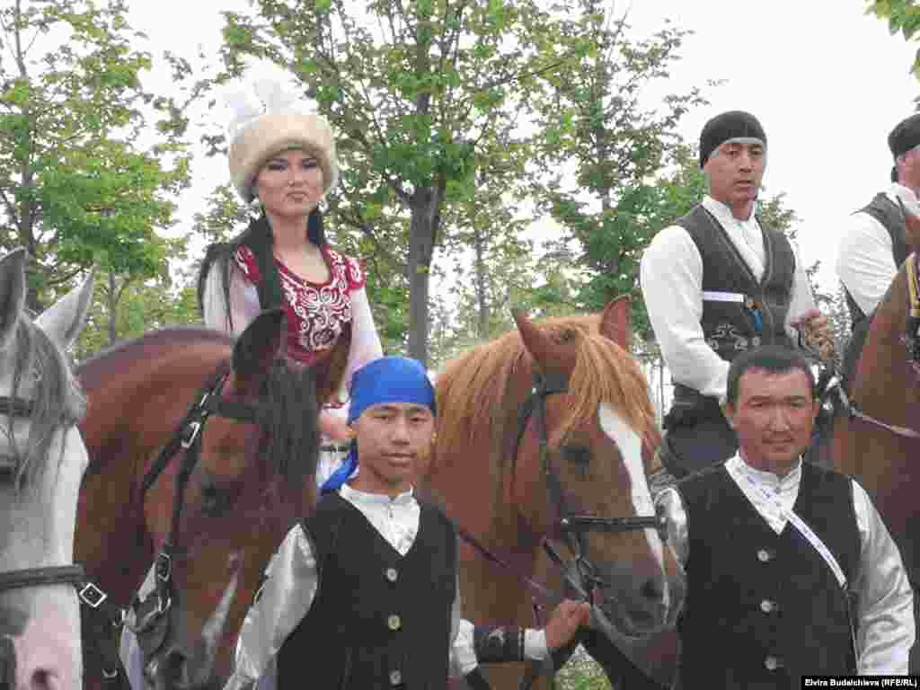 Всадники из Кыргызстана на церемонии открытия фестиваля этноспорта.