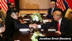 Сингапур -- Трамп Доналда а, Ким Чен Ына а, вовше куьг а делла, дIадолийра цхьаьнакхетар. Мангал. 12. 2018.