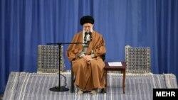 اظهارات علی خامنهای، رهبر جمهوری اسلامی، در تهران و در دیدار با اهالی آذربایجان شرقی ایراد میشد.
