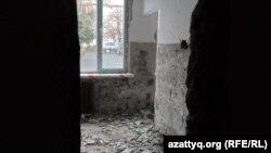 Учебный кабинет в школе-лицее № 46. Ремонт в учебном заведении еще не завершен. Шымкент, 24 ноября 2014 года.