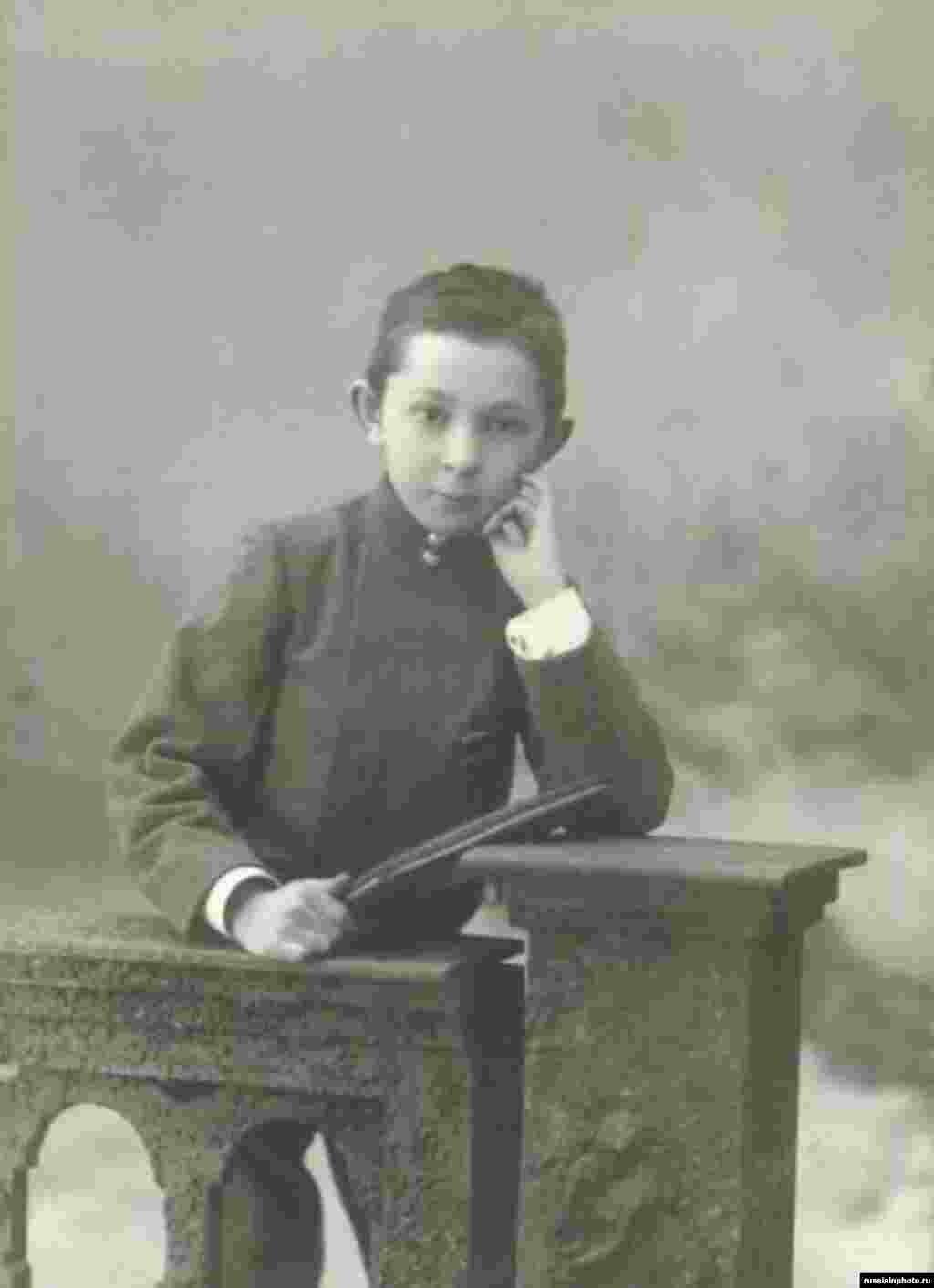 Гимназия шәкіртінің портреті. Самара қаласы, 1915 жыл.