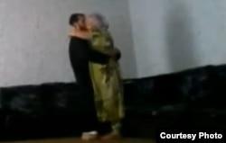 """Кадр любительской видеозаписи, показывающей сексуальное домогательство со стороны муллы в Таджикистане во время """"лечения"""". Иллюстративное фото."""