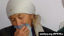 Зерик Тауасарова, мать погибшего в столкновениях на станции Шетпе Торебека Толегенова. Село Шетпе, 22 декабря 2011 года.