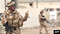 Iraq -- British soldiers patrol on the street in Al-Basrah, 27Feb2009