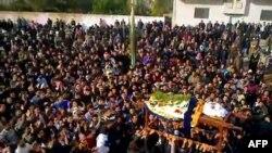 Сирийский город Кафр-Зета: похороны одного из убитых активистов
