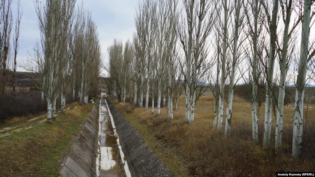 Теперь в канал из Тайганского водохранилища в речку Биюк-Карасу попадают только дожди.
