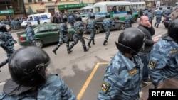 31% россиян считают, что разгоны маршей вызваны страхом власти перед угрозой «оранжевых революций»