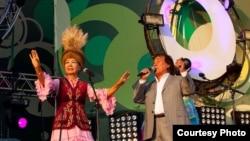 Саламат Садыкова Татарстанда өткөн фестивалда. 2010-жыл.