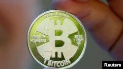 Макет монеты для виртуальной валюты биткоин.