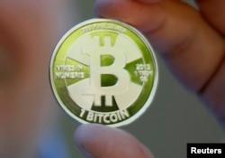 Виртуалды биткоин ақшасы үшін жасалған монета үлгісі.