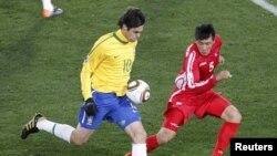 В первом туре группового турнира сборная КНДР проиграла Бразилии со счетом 1:2. Эту встречу в Северной Корее показали в записи