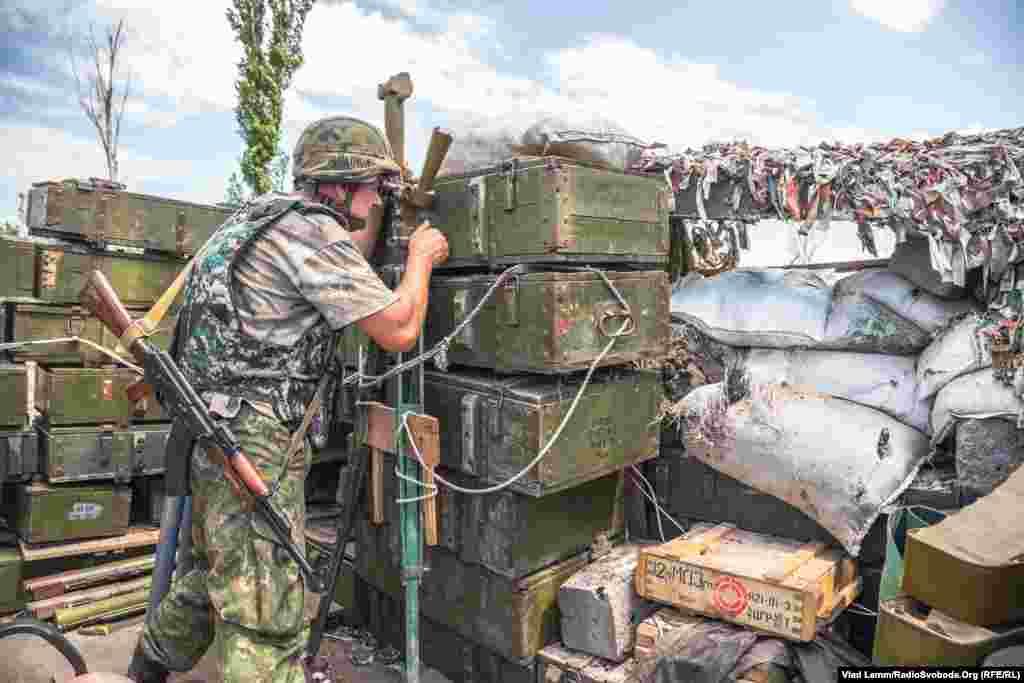 Спостереження за дорогою, яка веде до Донецька