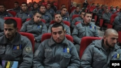 According to a recent report, more than one-third of Afghan security forces were illiterate as of February 2013. (file photo)