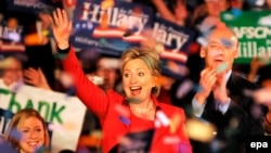 هیلاری کلینتون در میان هوادارانش در روز سه شنبه در اوهایو. عکس از خبرگزاری (EPA).