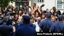 Protest Roma ispred Vlade Crne Gore, 25. jul 2012.