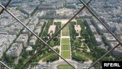 Вид на Париж с Эйфеловой башни