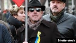 Адзін з актыўных удзельнікаў пратэстаў супраць вайны ва Ўкраіне сьпявак Андрэй Макарэвіч.