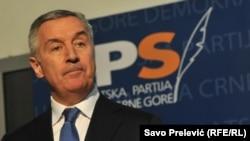 """""""Ova odluka je izraz moje odgovornosti prema onome što su tekovine i potrebe budućeg razvoja Crne Gore"""", poručio je Milo Đukanović."""