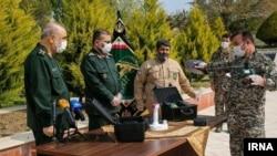 عکسی از مراسم رونمایی دستگاه کرونایاب سپاه پاسداران با نام «مستعان ۱۱۰»