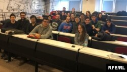 Мирбек Турдуев со студентами.