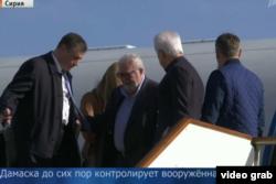 Педро Аргамунт прибуває до Сирії у березні 2017 року на російському літаку (Скріншот з відеосюжету російського Першого каналу)