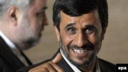 سخنرانی محمود احمدی نژاد در یک نشست سازمان ملل در ژنو با اوکنش های متفاوتی در ایران روبرو شده است.