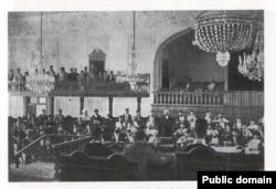 نمایی از نخستین دوره مجلس شورای ملی ایران که به دستور محمدعلی شاه، به توپ بسته شد.
