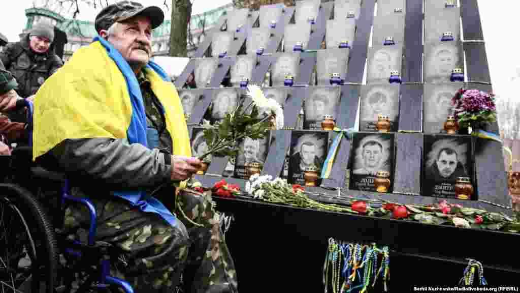 Самым кровавым днем стало 20 февраля, когда от пуль снайперов милицейского спецназа в центре Киева погибло более 40 человек.