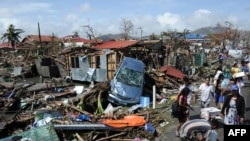 Филипините по смртоносниот тајфун