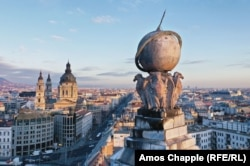 Birds of prey support a globe atop the Anker Palace, which was completed in 1910 for a Viennese insurance company.
