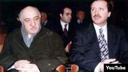 Фетхуллах Гүлен (солдо) жана Режеп Тайып Эрдоган.