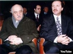 Фетхуллах Гюлен (слева), влиятельный мусульманский лидер, и премьер-министр Турции Реджеп Эрдоган.