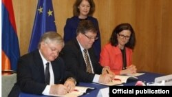 Belgium - EU Commissioner for Home Affairs Cecilia Malmström (R) and Armenian Foreign Minister Edward Nalbandian (L) sign a readmission agreement in Brussels, 19Apr2013.
