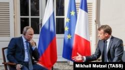 ولادیمیر پوتین رئیس جمهور روسیه و امانوئل ماکرون رئیس جمهور فرانسه ۱۹ آگست ۲۰۱۹