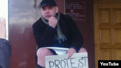 La una din acțiunile de protest ale lui Anatol Mătăsaru la Chișinău