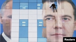 """Рокировка тандема навредила """"Единой России""""?"""