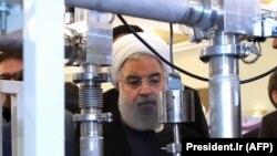 Хасан Роухани на выставке ядерных технологий в Тегеране. Архивное фото