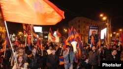 Armenia -- Supporters of the opposition Armenian National Congress march through central Yerevan, 9Nov2010.
