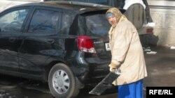 75 жасар Нина Филонченко зейнетақы жетпейтіндіктен жұмыс істеуге мәжбүр. 8 наурыз, 2009 жыл