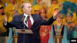 Kazakh President Nursultan Nazarbaev addresses his supporters during a rally in Astana on December 5, 2005.