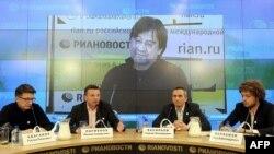 """Основатели """"Лиги избирателей"""" на пресс-конференции в Москве, январь 2012 г."""