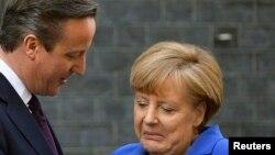 Премьер-министр Великобритании Дэвид Кэмерон (слева) и канцлер Германии Ангела Меркель. Лондон, 27 февраля 2014 года.