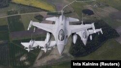 Ілюстрацыйнае фота. Амэрыканскі зьнішчальнік F-16