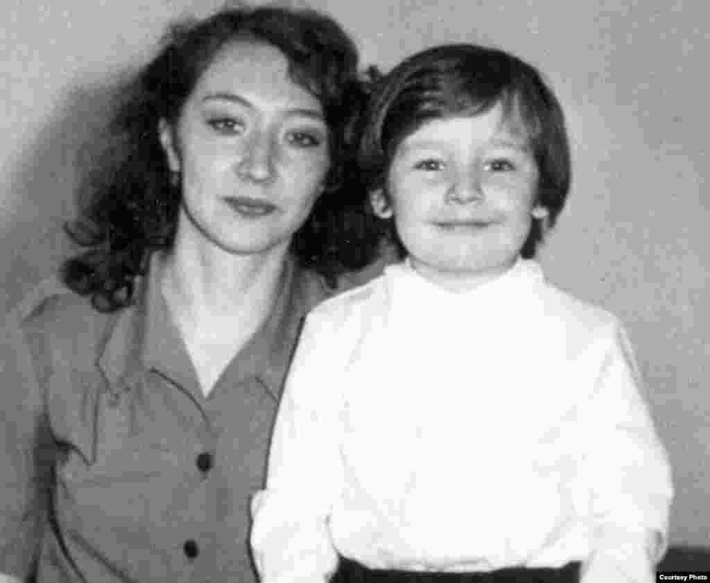 Ivan la grădiniță cu mama Galina Sveatcenko. Chișinău, 1984