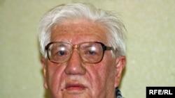 Қазақ ақыны Ілияс Жансүгіровтің ұлы Саят Жансүгіров. Алматы, 12 сәуір 2010 жыл.