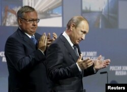 Костин и Путин на форуме