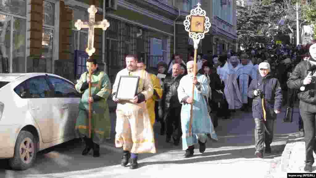 Святкування розпочалося хресною ходою від собору Святого Олександра Невського